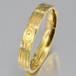 Alliance effet bois femme en or
