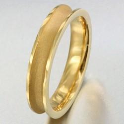 Alliance incurvée et sablée homme en or