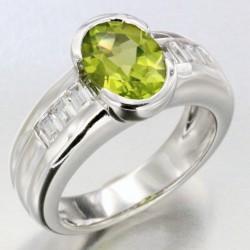 """Alliance """"Printemps"""" en or sertie d'un péridot et de 6 diamants"""